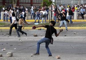2013-11-27T005814Z_1066215988_GM1E9BR0OTO01_RTRMADP_3_HONDURAS-VOTE